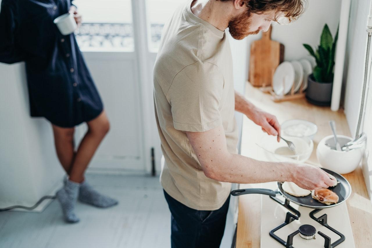 3 dicas para fazer um jantar romântico pra sua esposa (Foto de cottonbro no Pexels)